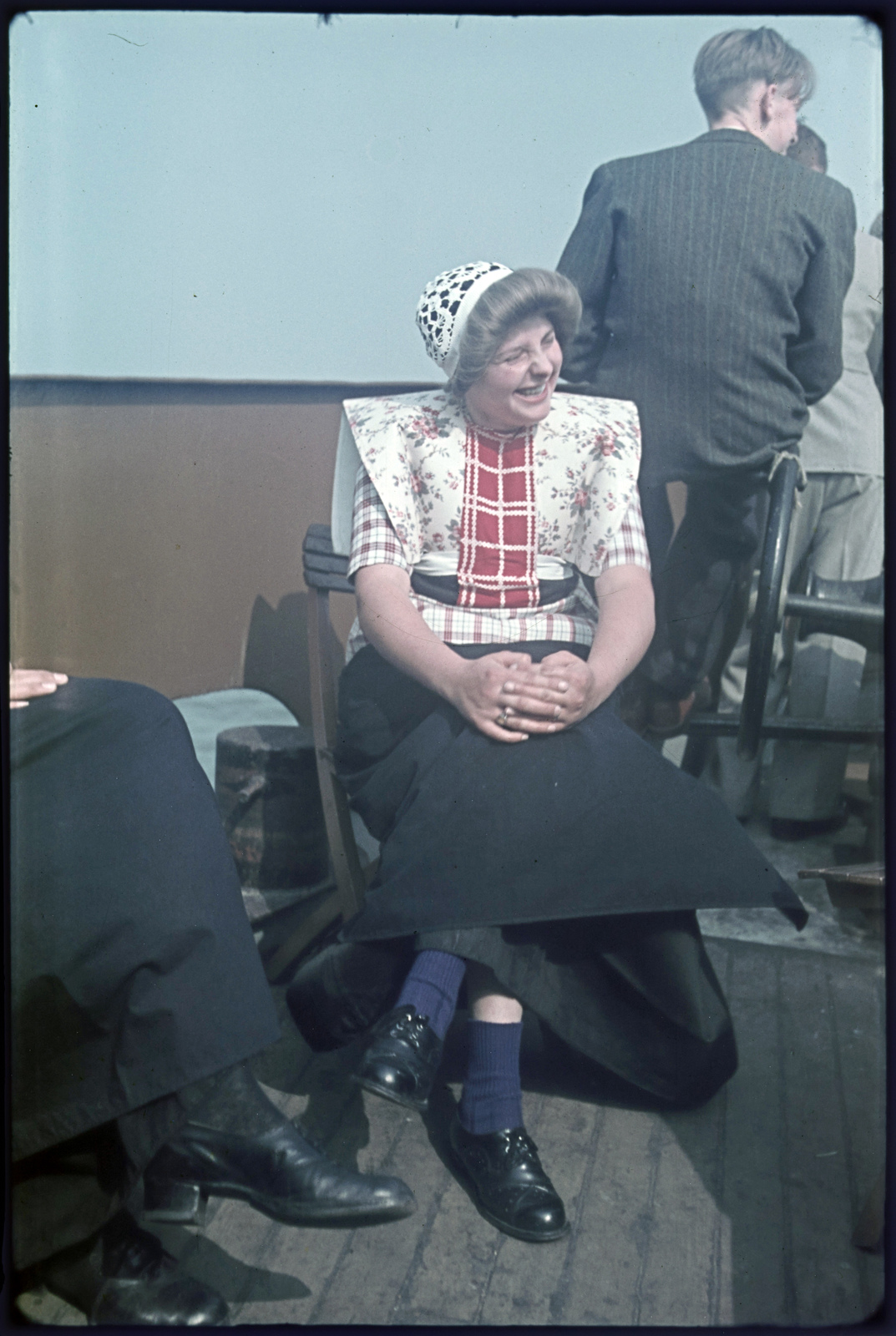 Vrouw in klederdracht tijdens de Spakenburger dagen.