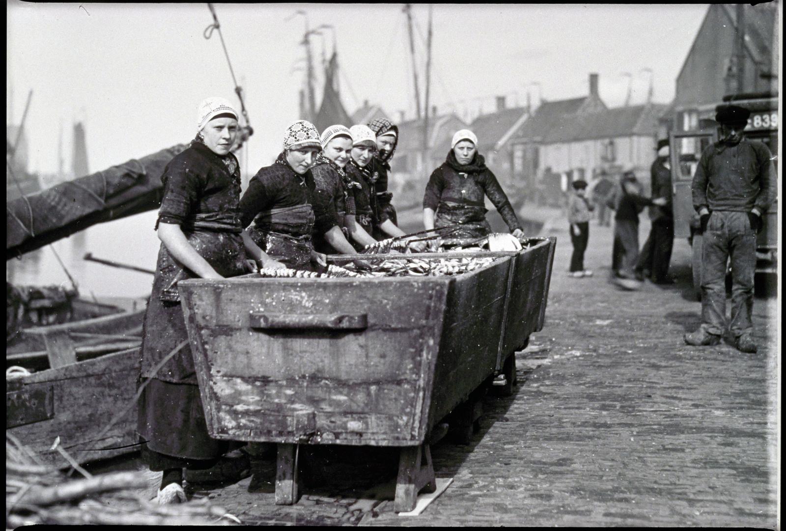 De visvangst in Spakenburg.