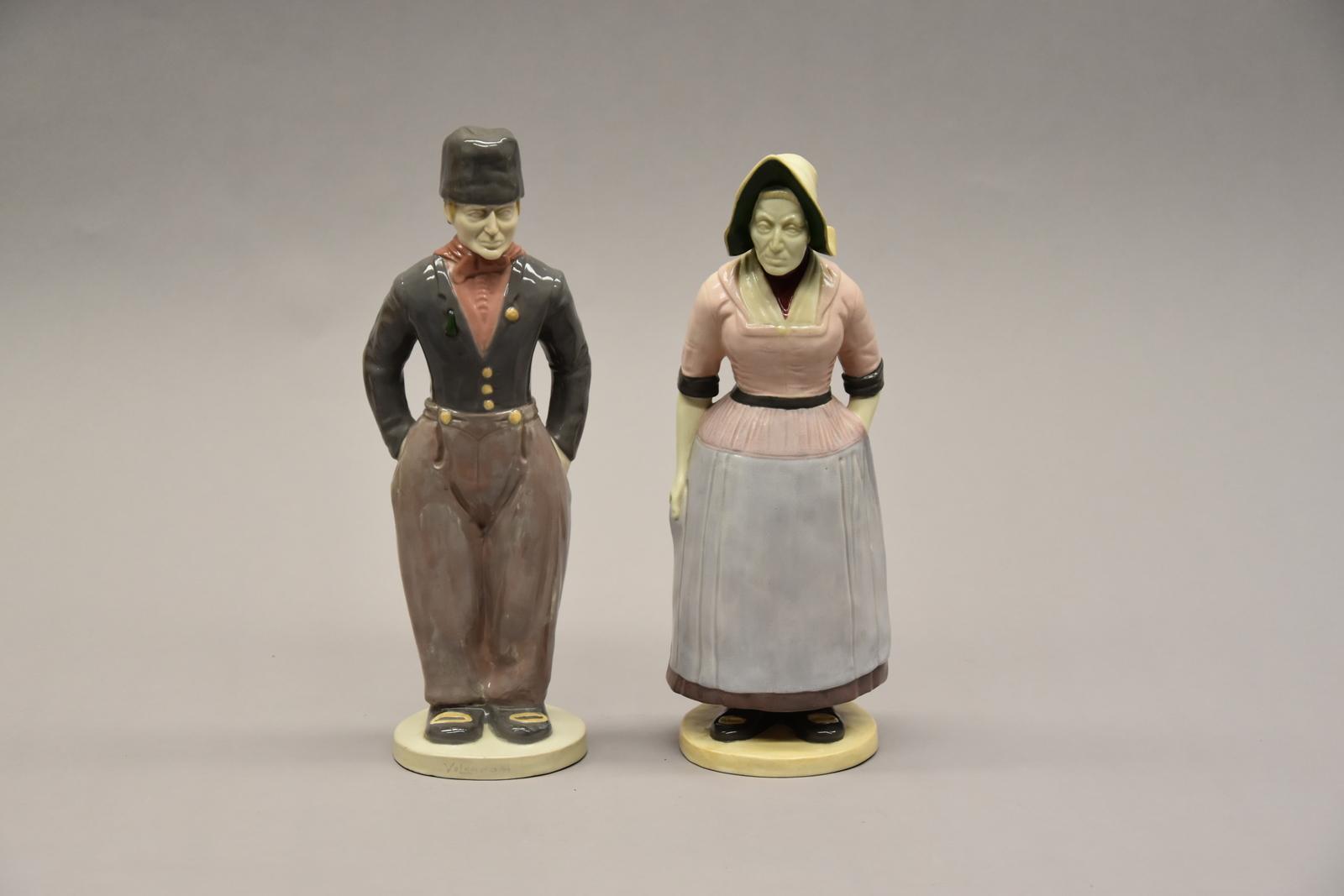 Mannelijk figuur van een set van 2 plateelfiguren of plastieken Volendam