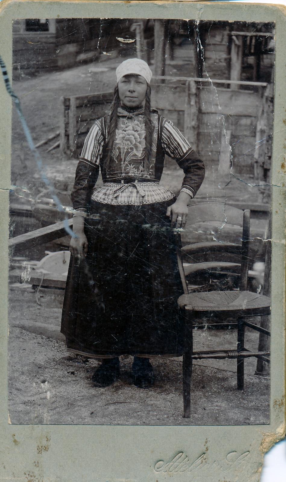 Vrouw in Marker klederdracht.