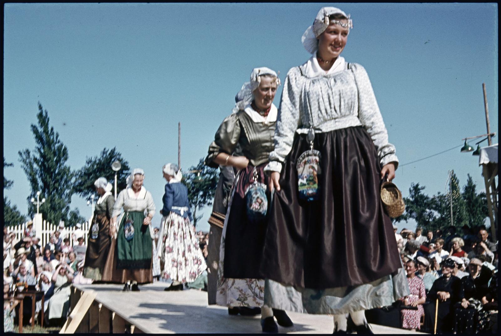 Westfriese klederdracht bij de Nationale klederdrachtwedstrijd in Enkhuizen.
