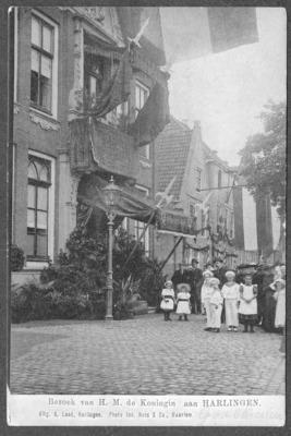 Bezoek van H.M. de Koningin aan HARLINGEN versierd stadhuis
