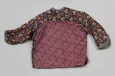 Borsikkie gedragen door het kind in het pak