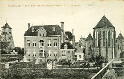 Enkhuizen - R. K. Kerk en Hervormde Weeshuis V. d. Dijk gezien