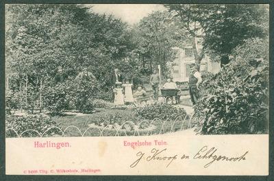 Harlingen. Engelsche Tuin personen in parkaanleg