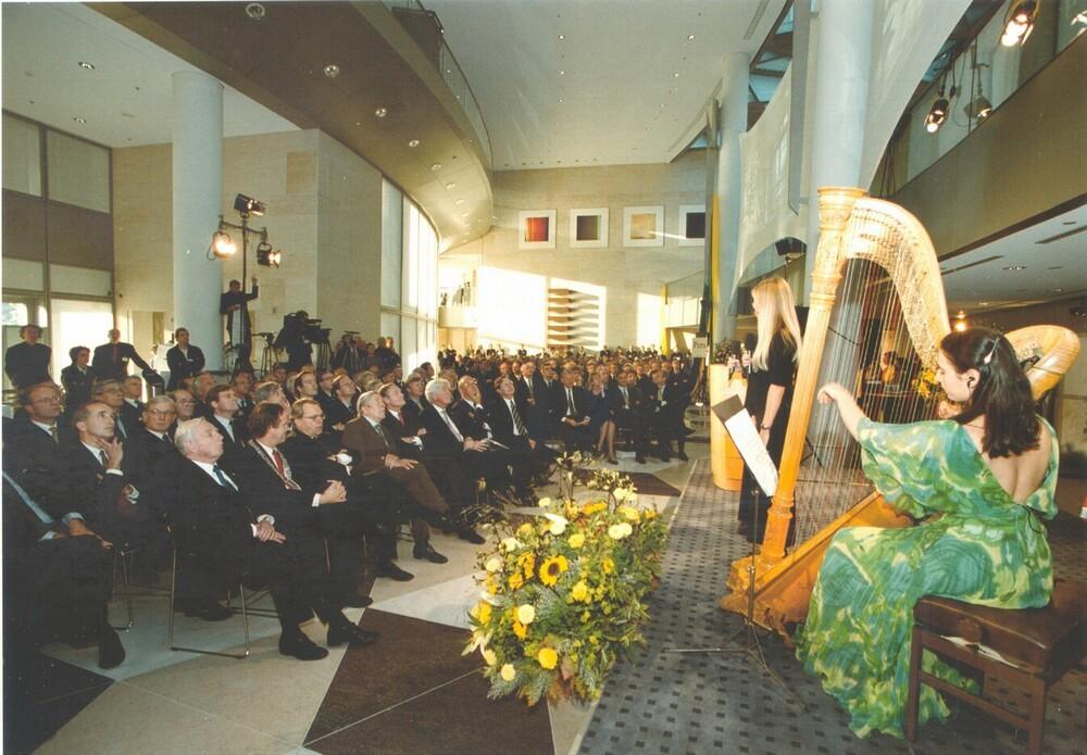Prins Claus opent hoofdkantoor ABN AMRO