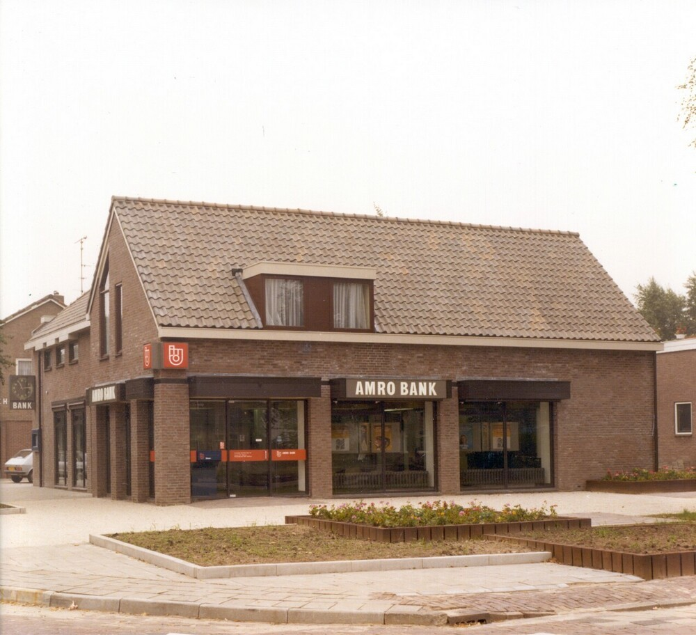 Kantoor Amro, Veenhoopsweg 1, Smilde