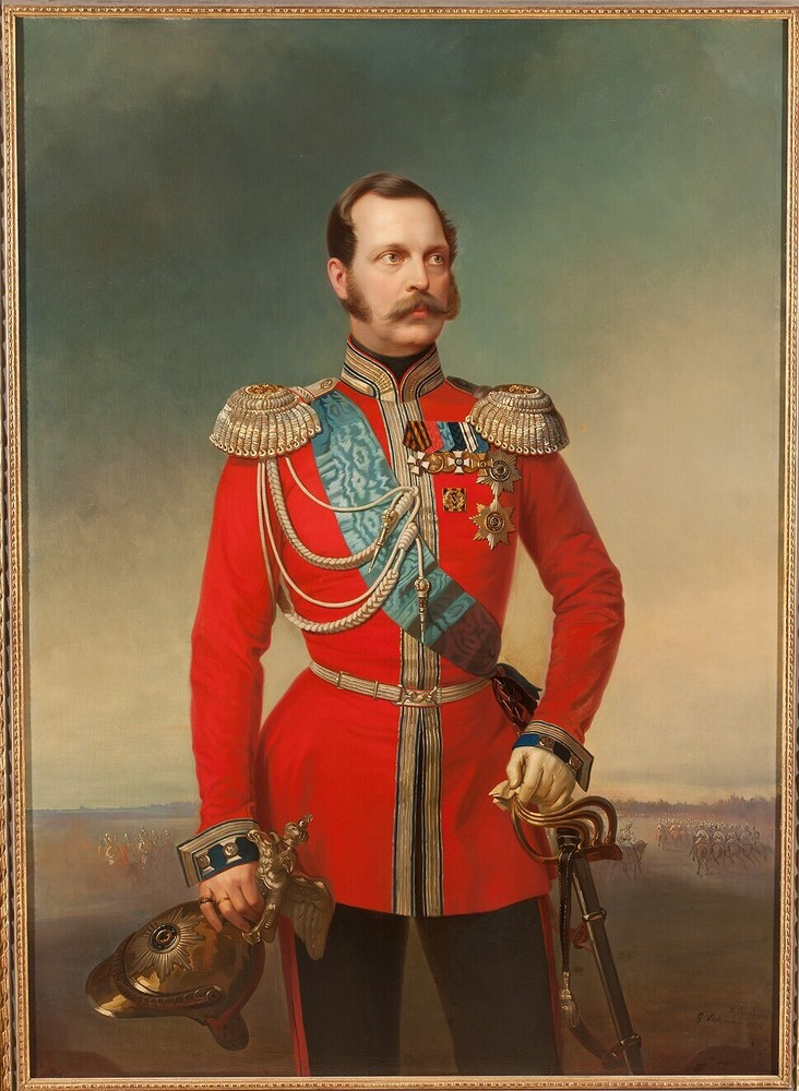 Tsaar Alexander II, in rood uniform in landschap met lage horizon en cavalerie