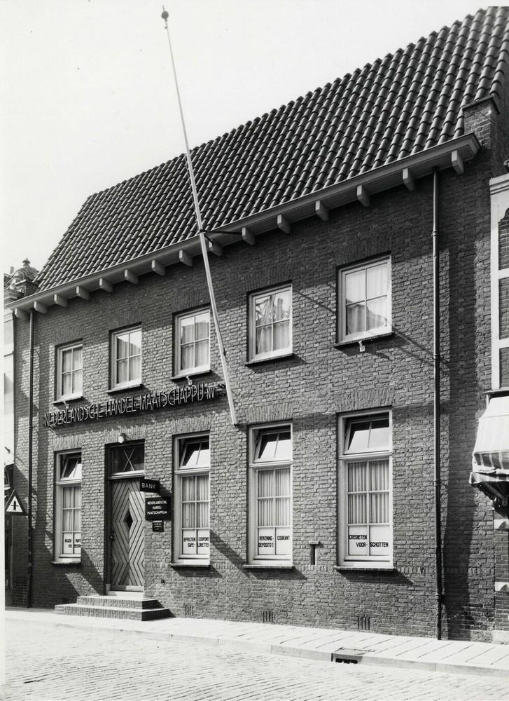 Nederlandsche Handel-Maatschappij, Voorstraat 9-11, Brielle