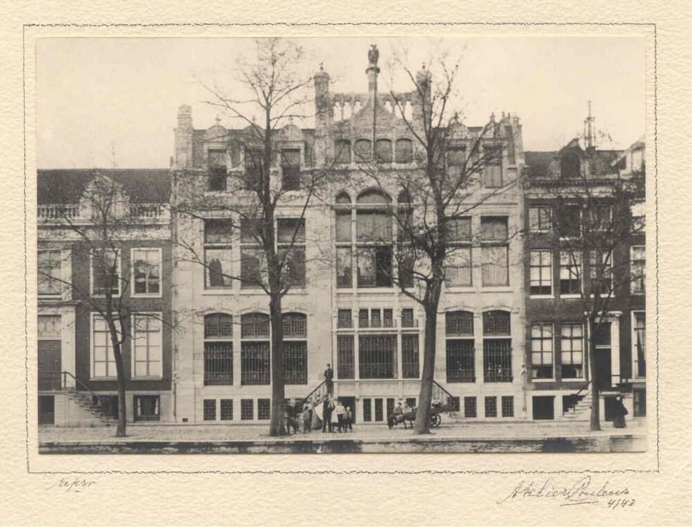 Hoofdkantoor van de  Amsterdamsche Bank aan de Herengracht in Amsterdam