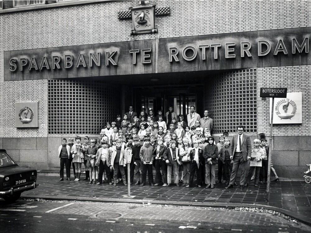 Bezoek leerlingen bij hoofdkantoor Spaarbank te Rotterdam aan de Botersloot