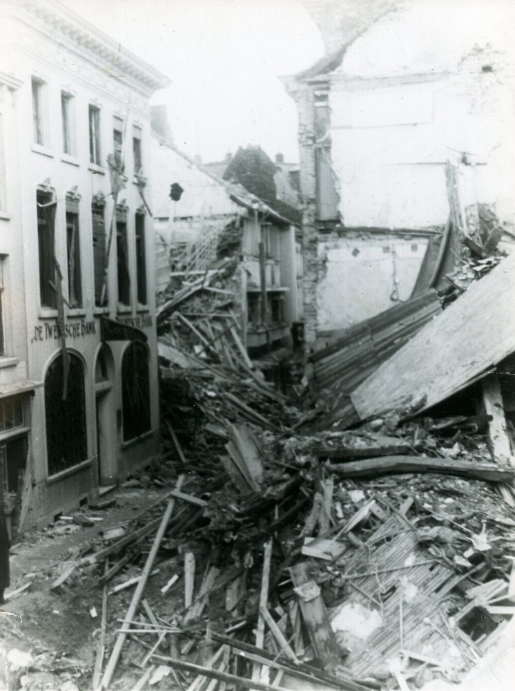 Twentsche Bank, Klaasstraat 23, Venlo: restanten pand na bombardement Tweede Wereldoorlog, oorlogsschade