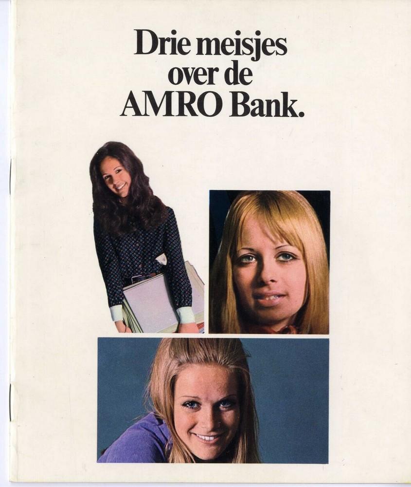 Drie meisjes over de Amro Bank