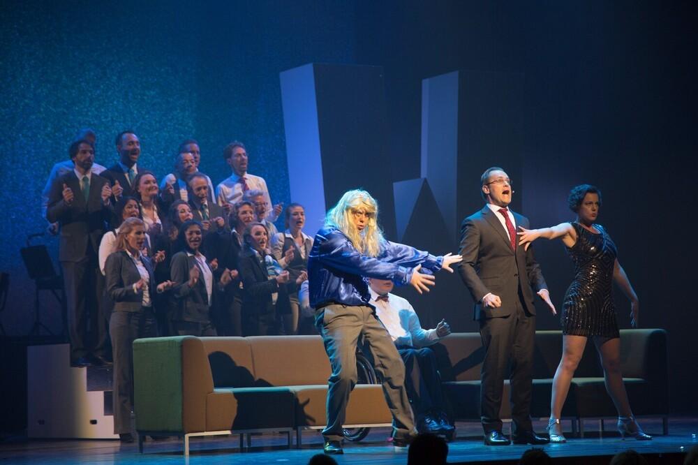 Scène van het  ABN AMRO personeel cabaret 2017, Theater de Meervaart, Amsterdam