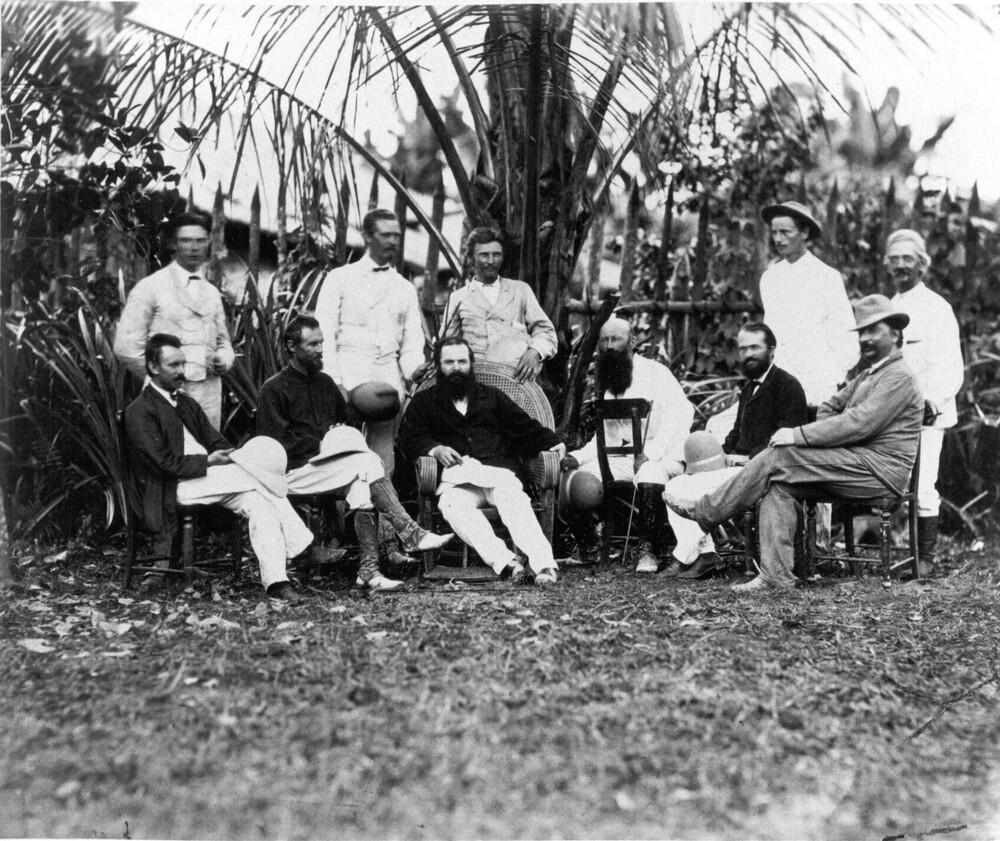 Groep planters in Deli, Jacob Theodoor Cremer staande links