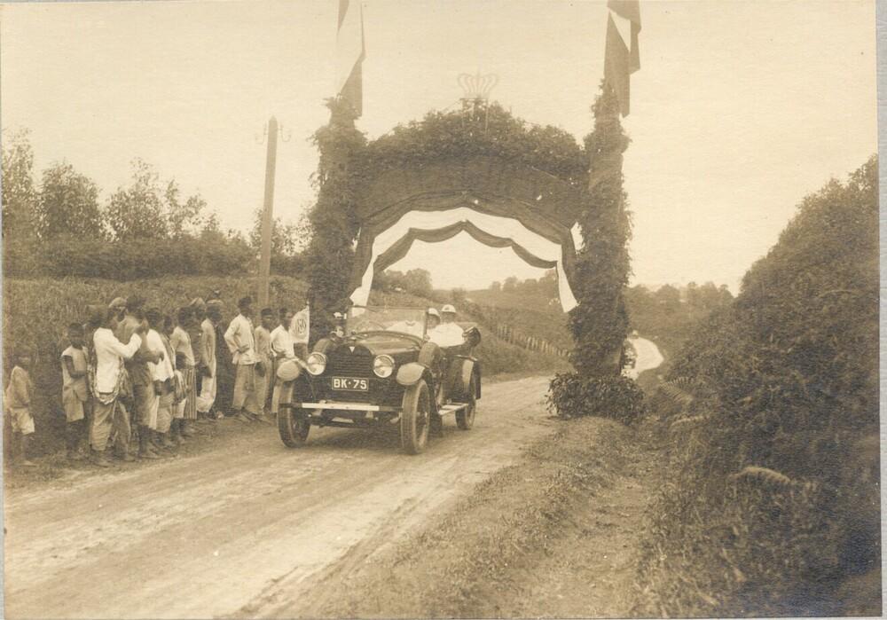 Indonesië. Bezoek van mr. D. Fock, Gouverneur-generaal van Nederlands-Indië
