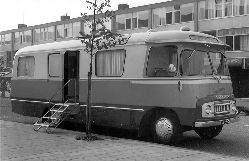 Amsterdam-Osdorp: rijdend bijkantoor, bankbus