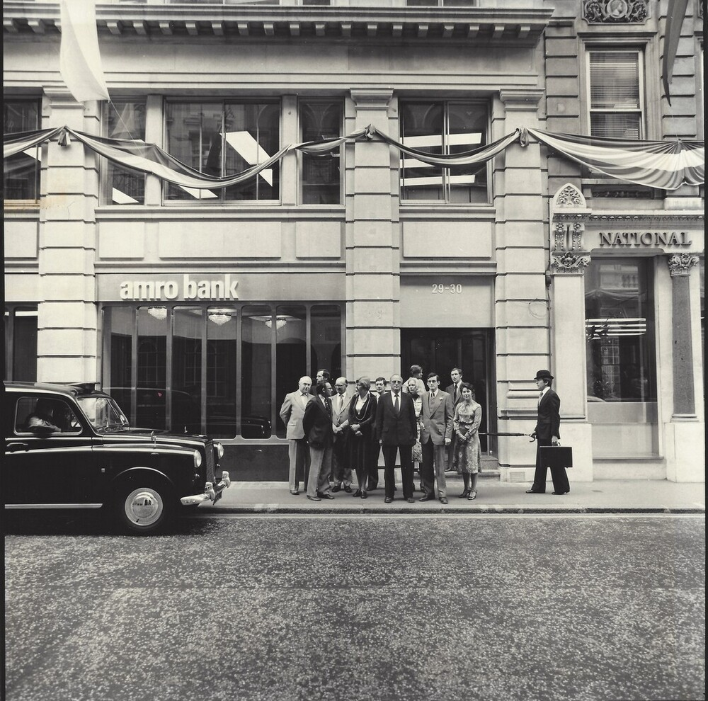 Kantoor Amro Londen, 29-30 King Street met personeel
