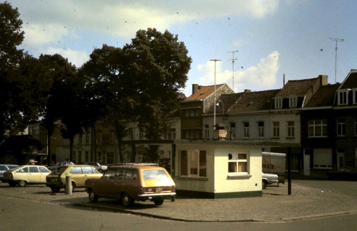 De Houtmarkt met frituur, 1977