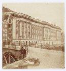 Prinsengracht 432-440 (v.r.n.l.) met het Paleis van Justitie op nummer 436 en op…