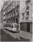 Haarlemmer Houttuinen 10A-8A, rechts Garage De Posthoorn met voor de deur een au…