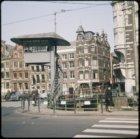 Muntplein gezien naar de Oude Turfmarkt en de ingang van de Nieuwe Doelenstraat,…