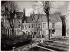 Begijnhof 14-19 (v.r.n.l.). Rechts een gedeelte van nummer 12