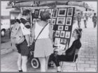 Tekeningen verkopen aan toeristen bij het Van Goghmuseum