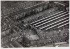 Luchtfoto van de Kromme-Mijdrechtstraat (onderaan) gezien in noordelijke richtin…