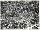 Luchtfoto van de Keizersgracht (midden) en omgeving gezien in noordoostelijke ri…