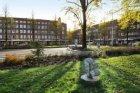 Het Hoofddorpplein gezien in zuidelijke richting naar de ingang van de Aalsmeerw…
