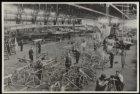 Vliegtuigen in aanbouw in een hal van de Nederlandse Vliegtuigenfabriek Fokker a…