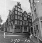 Singel ca. 87 (ged.) - 159A met rechts Torensteeg 6 (ged.) - 8 v.r.n.l. Geheel r…