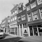 Tichelstraat 19 (ged.)  -35 (ged.)  onderbroken door de Karthuizersstraat