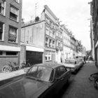 Lindenstraat 2 - 14 (ged.) v.r.n.l. met aansluitend rechts de zijgevel van Noord…