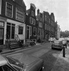 Tweede Weteringdwarsstraat 4 - 10 (ged.) v.r.n.l. met rechts daarvan de achterge…