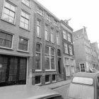 Egelantiersstraat 15 (ged.) - 25 (ged.) met rechts van nummer 17 de zijgevel van…
