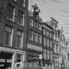 Amstel 180 - 188 (deels) v.r.n.l., geheel rechts de ingang van de Wagenstraat