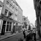 Eerste Egelantiersdwarsstraat 2-18 gescheiden door de zijgevel van Egelantiersst…