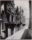 Nieuwezijds Armsteeg. De zeven huisjes in 1917 gesloopt