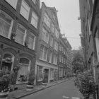 Tweede Looiersdwarsstraat 2 - 8 (ged.) v.r.n.l. (met op nummer 8 Brandstoffen Ma…