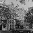 Leidseplein 12 - 20 (ged.) v.r.n.l., rechts de Korte Leidsedwarsstraat