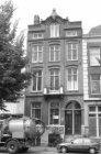 Sarphatistraat 23 (ged.) - 27 (ged.), op nummer 25 woonhuis uit 1875 van archite…