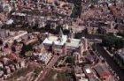 Luchtfoto van het Rijksmuseum op het Museumplein en omgeving, gezien naar het ce…