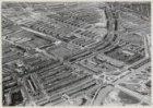 Luchtfoto van de Jan van Galenstraat en de Jan Evertsenstraat (midden) gezien in…