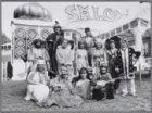 Medewerkers van de oosterse show Salomé op het Museumplein