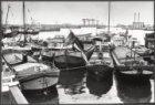 Woonschepen blokkeren de doorvaart van de Westerkeersluis (brug 346) tussen het …