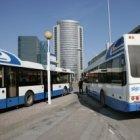 Bussen van het Gemeente Vervoerbedrijf op het Orlyplein bij de ingang van Statio…
