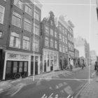 Wolvenstraat 13 (ged.) 29 met aansluitend rechts de zijgevel van Keizersgracht 3…