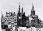 Haarlemmer Houttuinen 37-45. Links ingang Buiten Brouwersstraat 2-10